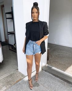 Check Out Designer and Influencer Sophia C Kapiris in Distressed Denim Short and Blazer Cute Casual Outfits, Stylish Outfits, Mode Outfits, Fashion Outfits, Fashion Belts, Elegantes Outfit Frau, Girls Night Out Outfits, Casual Night Out Outfit Summer, Denim Shorts Outfit Summer
