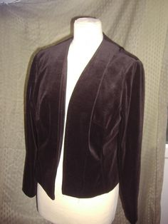 Today's favourite by Donnet #Vintage, Linda Leigh 1960's Velvet Jacket, £20. This waist length velvet jacket. Bust measurement 38 inches /97 cms. Armpit to edge 11 inches /28 cms. Armpit to wrist 17 inches /43 cms. Easy to wear jacket no fastenings. As new condition.