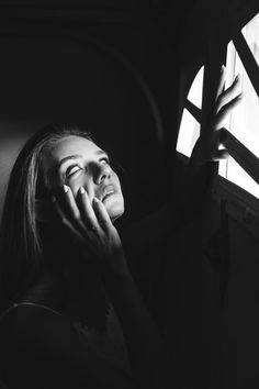 grayscale photography of woman touching face Face Photography, Photography Women, Creative Photography, Dark Portrait, Early Retirement, Retirement Planning, Retirement Cards, Free High Resolution Photos, Hand Photo
