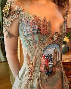 Another Gem by french designer Sylvie FACON⠀ Painted dress, iridescent lace and beaded J Bracq. ⠀ ⠀ #steampunktendencies⠀ ⠀ #steampunk #fashion #faeries #couture #hautecouture #sylviefacon #dress #lace #french #france #arras #designer