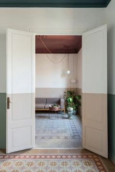 After a fire tragically wreaked severe damage to the interior, CaSA refurbished the Klinker family apartment in Barcelona with clever use of materials. Types Of Floor Tiles, Barcelona Apartment, Interior Architecture, Interior Design, Family Apartment, Curved Walls, Kitchen Installation, Urban Loft, Holiday Apartments