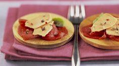 Carpaccio de boeuf aux copeaux de foie gras _ http://www.cuisineaz.com/dossiers/cuisine/foie-gras-entrees-noel-14158.aspx