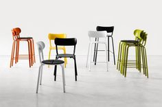 The Stil chair designed by Patrick Norguet for LaPalma is extremely light and produced in coloured metal, Stil are chairs and stools that are unashamedly chair and stool like. Cafe Chairs, Dining Room Chairs, Contemporary Dining Chairs, Contemporary Furniture, Counter Stools, Bar Stools, Patrick Norguet, Cosy Kitchen, Laque