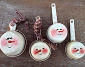 SNOWMAN MEASURING CUPS.