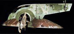 Facebook Twitter Google+ Pinterest LinkedInHayatımızda yer etmiş muhteşem araçlar… 1. N-1 Starfighter Aynı zamanda Naboo Starfighter olarak da adlandırılan bu tek koltuklu, ufak savaş gemisi ilk defa yeni seri ile karşımıza çıkmıştı. Sarı-Altın kaplaması ve motorlarının ucundaki gümüş kaplamalarıyla akılda kalıcı bir tasarımı vardı. Ayrıca sanki çok derinden geliyormuşçasına çıkan gürültülü motor sesiyle de kalbimizi