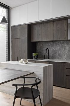 Extraordinary Kitchen Remodeling Planning and Ideas Modern Kitchen Interior Remodeling 9 Best Trends in Kitchen Design Ideas for 2018 [No. 7 Very Nice] kitchen design layout ideas with island, modern, small, traditional, layout floor plans Interior Design Kitchen, Modern Interior Design, Interior Design Inspiration, Bathroom Interior, Interior Ideas, Bathroom Closet, Apartment Interior, Pantry Interior, Contemporary Interior