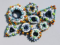 Lampwork glass bead set by Tera Belinsky-Yoder Clay Beads, Polymer Clay Jewelry, Lampwork Beads, Jewelry Art, Beaded Jewelry, Jewelry Accessories, How To Make Beads, Bead Art, Bead Crafts