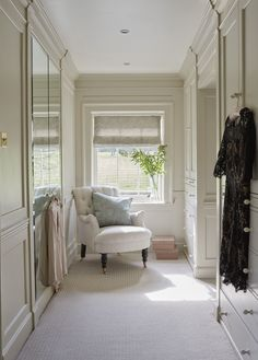 pretty dressing room - I might like carpet Find More Accessories & Decorative Ideas for Your Bathroom at Centophobe.com #bathroom #Decorating Ideas