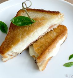 Italiaanse tosti met rauwe ham en mozzrella