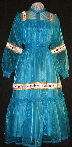 Explore the textile artwork of award-winning Cherokee National Treasure Tonia Hogner Weavel. Native American Dress, Native American Regalia, Native American Pictures, Native American Beauty, American Art, American History, Cherokee Clothing, Ribbon Skirts, American Apparel