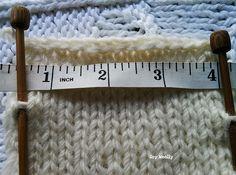 Si quieres tejer todo lo que ves y aprender a calcular con tus medidas cuántos puntos montar, tienes que ver este post: cómo adaptar patrones tejidos (en vídeo)