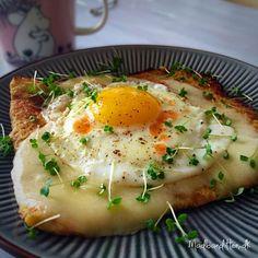 Brug den populære blomkålspizzabund i din morgenmad: Blomkålsbund med smeltet ost og spejlæg --> madbanditten.dk