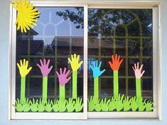 Idee per decorare le finestre delle vostre classi in primavera Classroom Window Decorations, School Decorations, Classroom Decor, Classroom Board, Animal Crafts For Kids, Spring Crafts For Kids, Class Board Decoration, Mothers Day Crafts, Preschool Crafts