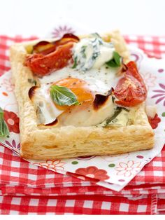 The best brunch tartlets South African Recipes, Ethnic Recipes, Breakfast Recipes, Dessert Recipes, Desserts, How To Make Bread, Bread Making, Tray Bakes, Quiche