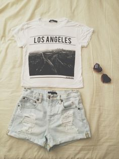 Los Angles Crop Top, Ripped Shorts (Sunglasses) Crop Top Super Cute And Trendy, Shorts Comfortable And So Gorgeous. Super Comfortable, Yet Stylish Outfit. To Top It All Off Heart Shaped Sunglasses! Brandy Melville Other Mode Hipster, Hipster Grunge, Hipster Fashion, Cute Fashion, Teen Fashion, Fashion Outfits, Fashion Clothes, Hipster Style, Fashion Ideas