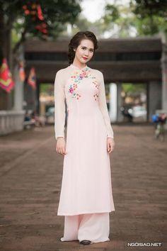 Áo dài lụa thêu tay cho cô dâu mùa hè - Ngoisao Ngôi sao