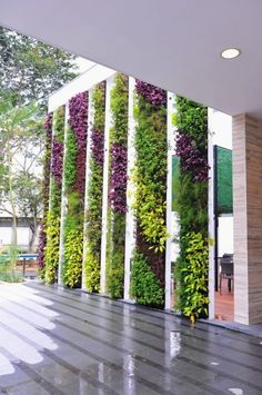 85 Amazing Vertical Garden Ideas for Wall Decorati - Jardin Vertical Fachada Outdoor Wall Fountains, Outdoor Walls, Vertical Garden Design, Vertical Plant Wall, Vertical Garden Plants, Vertical Planting, Garden Wall Designs, Beautiful Home Gardens, Building A Pergola