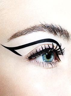 CLM - Photography - Simon Emmett - dominatrix eye