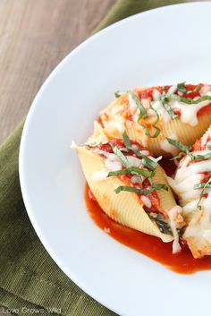 Três queijo recheado conchas | O crítico Receita