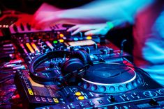 There are different types of Melbourne wedding DJs in Australia. We have DJs who are only trained to play the music, we have those who are trained to make people dance and we have an all-rounded DJ. Dj Images, Professional Dj, Dj Setup, Live Hd, Dj Equipment, Best Dj, Melbourne Wedding, Music Wallpaper, Dj Music