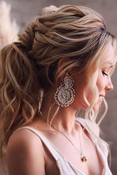 Ponytail With Loose Locks ❤ Do you know how to identify 2a, 2b, and 2c hair? See how different they are and get to know the right products for your type to make your look perfect. #2chair #lovehairstyles #hair #hairstyles #haircuts Curly Hair Cuts, Short Curly Hair, Curly Hair Styles, Very Easy Hairstyles, Ponytail Hairstyles, Blonde Ponytail, Blonde Hair, Herringbone Braid, Medium Curly