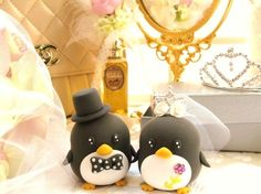 Little penguin cake toppers that I think I can make from scratch.