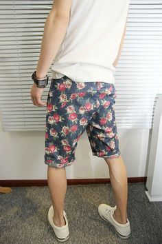 new Ideas fashion mens summer floral prints Fashion Moda, Urban Fashion, Mens Fashion, China Wholesale Clothing, Only Shorts, Look Man, Mens Trends, Boys Wear, Floral Shorts