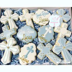 This Listing is for 1dz (12) Sugar Cookies Each cookie is 3.5-4 inches. All cookies are made from scratch. Ingredients Include: flour, sugar, butter, eggs, salt, and all natural flavoring. Royal Icing Flavor: Vanilla Bean Any color combo can be achieved Please include your event