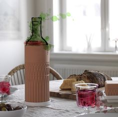ANVÄNDBAR wijnkoeler | #nieuw #collectie #IKEA #IKEAnl #terracotta #koelen #wijn #duurzaam
