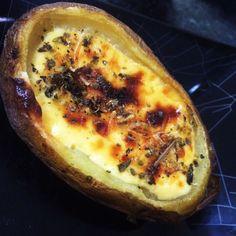 Batata recheada com queijos