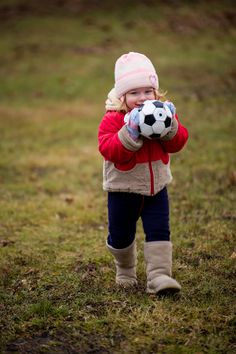 Paulinka i podstawy gry w piłkę.