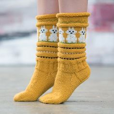 Påskesokken - www. Crochet Socks, Knitting Socks, Hand Knitting, Knit Crochet, Kakis, Sock Toys, Wool Socks, Drops Design, Hand Warmers