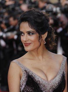 Salma Hayek Cleavage Pictures and Photos - Getty Images Salma Hayek Hair, Salma Hayek Body, Salma Hayek Pictures, Female Movie Stars, Beauty Full Girl, Beauty Women, Celebs, Celebrities, Woman Crush