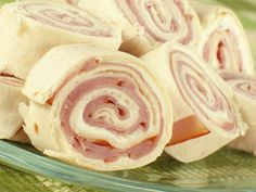 These Ham & Cheese Party Pinwheels are an easy and inexpensive #appetizer for feeding a crowd.