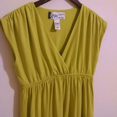 Oleg Cassini EUC Bright Lime Spring Dress Oleg Cassini dress in excellent used condition. Length from shoulder to bottom hem is 35 inches. Color is a bright shade of yellow/green. Oleg Cassini Dresses