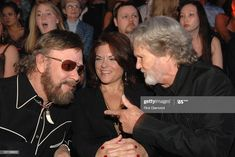 Hank Jr with Rosanne Cash and Kris Kristofferson backstage at the 2007 CMT Music Awards. Cmt Music Awards, Hank Williams Jr, Kris Kristofferson, Good Music, Going Out, Music Videos, Blues, Mens Sunglasses, Backstage