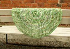 Virkattu räsymatto, vihreä, 70 cm. Hinta 55€
