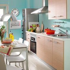 10 Trucos para limpiar la cocina.  La cocina es el espacio de la casa que más se ensucia y que más desinfección necesita. Limpia a fondo hasta el último rincón y respira tranquila. Aqui te contamos como conseguir los mejores...