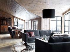 Vi fikk i oppdrag å tegne et tilbygg til en eksisterende hytte. Hytta ble opprinnelig bygget for 30 år siden, og nå skulle hytta utvides med ny stuedel og inngangsparti. Hytta ligger dramatisk til helt på kanten av en bratt dalside. Beliggenheten gir en dramatisk og spennende utsikt både nedover dal Winter Cabin, Sweet Home, Ikea, Couch, Ceiling Lights, Interior, Furniture, Home Decor, Mountains