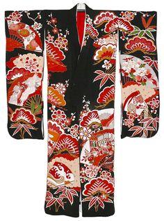 Another Furisode pine tree pattern. Furisode Kimono, Silk Kimono, Yukata, Traditional Kimono, Traditional Outfits, Japanese Kimono, Japanese Art, Royal Pattern, Kimono Design