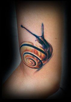 Snail by Michele Turco: Tattoo Inspiration - Worlds Best Tattoos Snail Tattoo, Bug Tattoo, Insect Tattoo, Raven Tattoo, Skull Tattoos, Body Art Tattoos, New Tattoos, Cool Tattoos, Tattoo Art