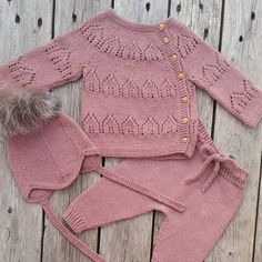 Knitting For Kids, Baby Knitting, Baby Barn, Baby Sweater Knitting Pattern, Moda Emo, Baby Cardigan, Baby Sweaters, Party Fashion, Baby Outfits