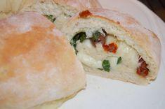 Fylldt Italienskt bröd/ Täytetty Italialainen leipä - Kotikokki.net - reseptit Koti, Picnic, Sandwiches, Picnics, Paninis