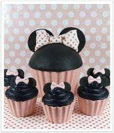 Minnie Mouse Giant Cupcake Cake and Cupcakes
