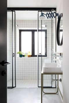 Exquisite bathroom in black and white with geometric charm
