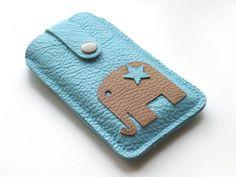 Handytasche aus babyblauem Leder mit schlichtem Elefanten von FliegenderFisch auf Etsy, €29.90