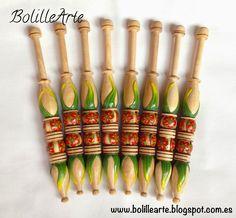 Decoración artesanal de bolillos y elaboración de otros materiales para el encaje de bolillos.