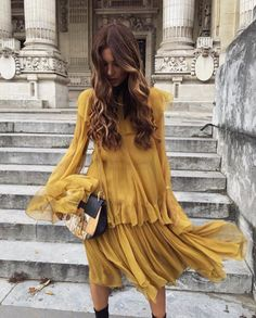 "Flowing mustard midi tiered dress with black and gold purse. Remind anyone of Bey's dress from ""Hold Up""? https://i.ytimg.com/vi/Be0rVJLQhYs/maxresdefault.jpg"