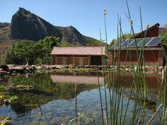 La grande lagune de la piscine écologique et solaire de Camp Catta à Madagascar                                                                                                                                                                                 Plus