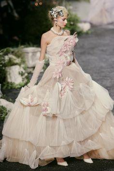 skaodi:  Christian Dior Haute Couture Fall/Winter 2005.